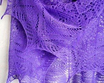 Violet merino wool hand knit shawl. Hand knitted triangular lace shawl. Hand knit lace wrap. Merino wool knitted shawl. Gift for woman.