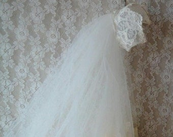 FREE SHIPPING Vintage Wedding Veil, Cream Lace Head Piece, 1980's, Tulle and Lace Veil