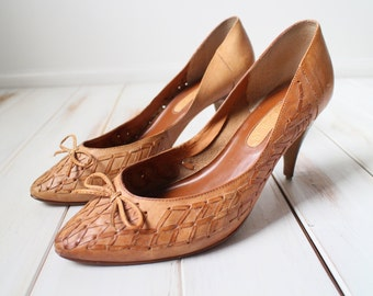 SIZE 9.5 Vintage Brown Leather Woven Accent Pumps Beautiful