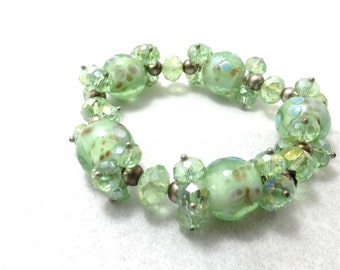 Light green speckled beads bracelet, glass beads, last one available, one size fits most LB1