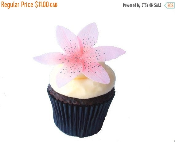 SALE Cake Cupcake Toppers EDIBLE FLOWERS - Cake Decorations, Tiger Lily, Cupcake Toppers - Wafer Paper Flower for Cupcakes