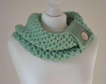 Hand-knitted aquamarine scarf/cowl with leather and button decoration, circle scarf, knit infinity scarf, handmade womens cowl, winter scarf
