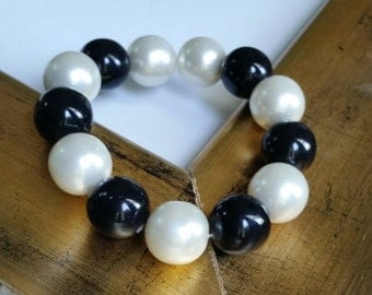 VINTAGE: Beautiful Chunky Jet Black and Pearl Stretchable Bracelet 1960s