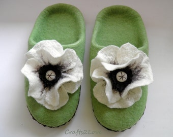 Felted slippers green with white poppies, Wool slippers with leather soles, felt slippers, women in house shoes, Made to order