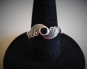 Stylish 1920's Era Look, Black Stone with Marcasite Accents, Vintage Sterling Silver Ring, Size 6.25