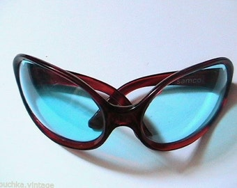 Unique 1960s Women Space Age Bug Wrap Oversized Sunglasses - Blue Lenses - Made in Italy - New
