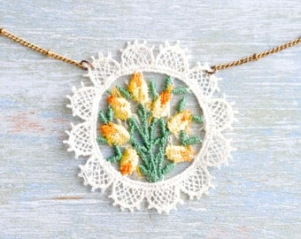 Lace Flowers Necklace - Repurposed Jewelry - OOAK