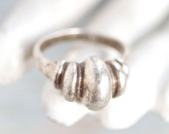 Gothic Scalloped Ring in Sterling Silver - Antique Ring Size 9