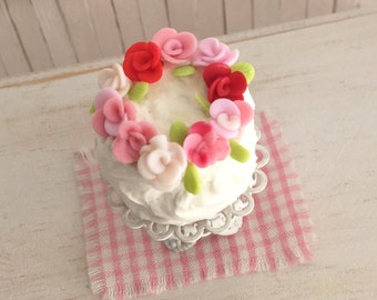 Miniature Cake With Red And Pink Roses - Perfect For Your Mini Valentine's Day Decor