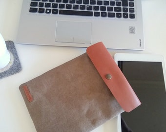 Ipad sleeve / padded waxed canvas, vegetal tanned leather