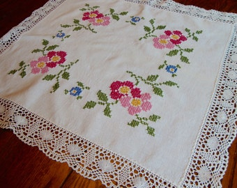 Centerpiece Doily Floral Embroidery and Crochet Trim Vintage Table Topper Table Cover Doilies