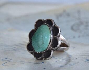 Vintage Navajo Turquoise Ring - Size 8.75