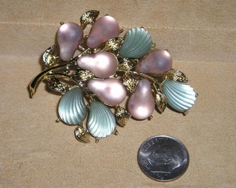 Vintage Signed Coro Pegasus Frosted Glass Leaves And Pears Brooch 1950's Jewelry 6031