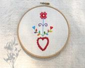Embroidered heart - Coração em flor - Wedding ring holder