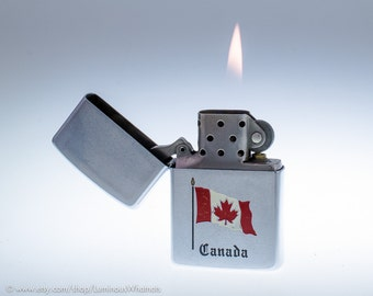 Working 1988 Zippo Windproof Canadian Souvenir Lighter Made in Ontario
