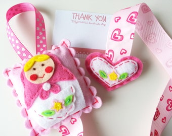 Sales : Felt Pink Unazukin Hair Clip Holder
