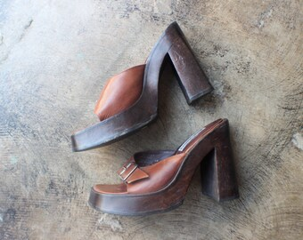 8 1/2 Platform Mule / 90's Wooden Heel CLOGS / Vintage Slip on Shoes / Women's Leather Chunky Heels