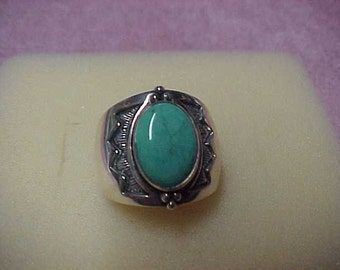 A Vintage Turquoise Solitaire Gemstone Ring, 14Mx10MM, Oval, Bezel Set, Sterling Silver, 15.8 Gram, Size 9