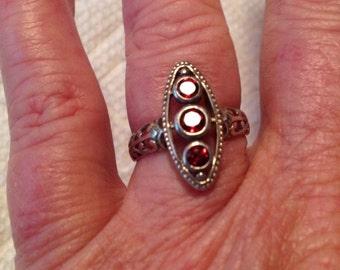 925 Silver Garnet 3 Stone Filigree Ring Size 7