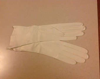 Pair of Vintage White Calf Leather Gloves 7.5 Italy
