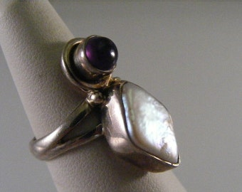 Vintage  Cultured Pearl  and Amethyst Sterling Silver Ring.....  Lot 4258