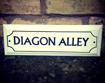 DIAGON ALLEY Harry Potter Sign Hand Painted Wooden Sign Gift Wall Art Home Decor Fan Gift