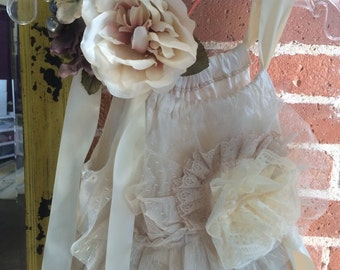 Flower Girl Sleeveless Ivory Tulle and Lace dress Girls size 8 with headband