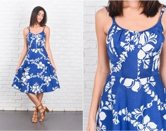 Vintage 70s Blue + White Tropical Floral Print Dress Boho A Line Cotton XS 7213 vintage dress 70s dress blue dress white dress xs dress