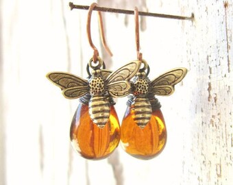 Honey Bee Earrings. Honey Bee Jewelry.Wire Wrapped Drops Honey Amber Earrings.Amber Glass Dangle Earrings.Amber Jewelry.Gift for Bee Lover