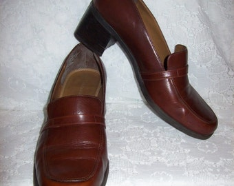 Vintage Ladies Brown Leather Loafer Pumps by Naturalizer Size 8 1/2 Only 9 USD