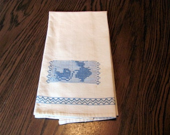 White Huck Tea Towel with Blue Embroidery  / White Tea Towels With Blue Swedish Embroidery