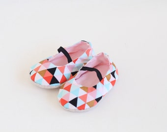 Baby Girl Shoes, Girl's Mary Jane Shoes in pink and gold geometric design