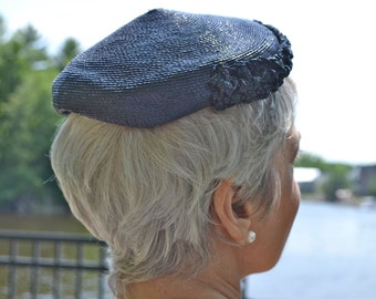 1930's 1940's Rafia Beanie Hat. Pillbox Hat.  Dark Navy Blue. - VA98