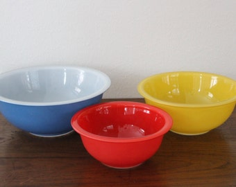 Vintage Pyrex Glass Mixing Bowls Rainbow Blue 325, Yellow 323, Red 322 Set of 3