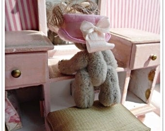 Dresser & Ted