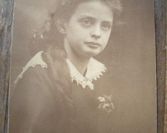 Vintage Photo - Pretty Young Girl With Long Dark Hair