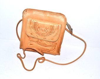 Vintage leather hand tooled  bag  floral purse 70s honey tan brown  leather  boho  Satchel  shoulder crossbody  bag