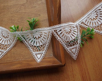 ivory lace trim with triangle