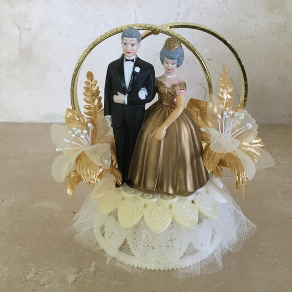 wilton wedding cake topper vintage wilton and groom wedding cake topper with two 27537