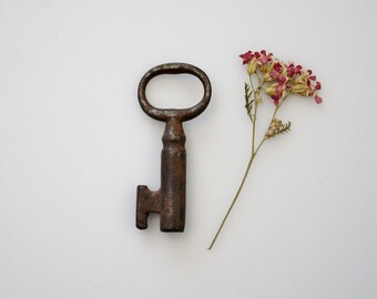Vintage Small Skeleton Key - Rusty Old Key for Arts and Crafts Supply