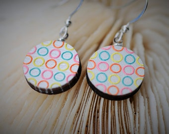 WOOD Dangle Earring - EMBOSSED Geometry Pastel Circles ~ 16 mm - Women / Elegant / Modern
