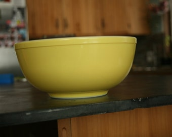 Old Primary Color Pyrex Nesting Bowl, Large Yellow Bowl, Old Kitchen, Pyrex Baking Bowl, Yellow Mixing Bowls