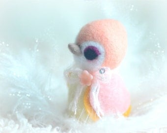 Needle felt wool bird figurine, handmade bird doll, peach color Hershey bird doll, needle felted animal, gift under 25
