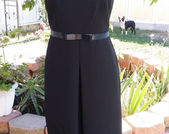 BLACK Vintage dress Size 6 great fit, fully lined, sleeveless black dress, Classic A Line black Dress