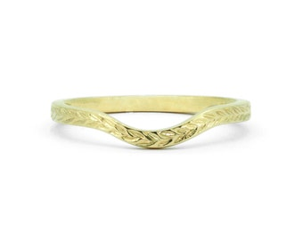 The Wreath Curve Ring - Deco Engraved Shaped Wedding Band