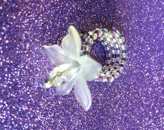 Purple and clear glass Memory Wire Ring with a white Plastic Flower Seed Bead Ring UK Ring Size L US Ring Size 6