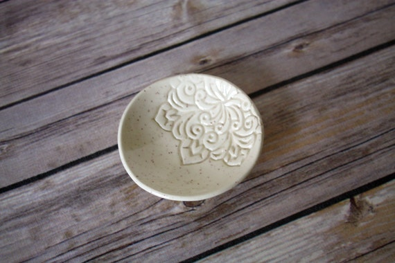Ring Dish - Speckled Cream Trinket Holder.  Shower favor, bridal gift, engagement gift, wedding favor, thank you gift, gift for women