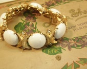 Vintage White Bracelet  Sarah Coventry 7 Inch Summer Jewelry