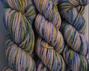 BFL ARAN - 100% BFL yarn in Aran weight - non superwash - Sprinkles