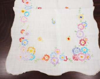 Vintage Runner Scalloped Edge Floral Embroidery